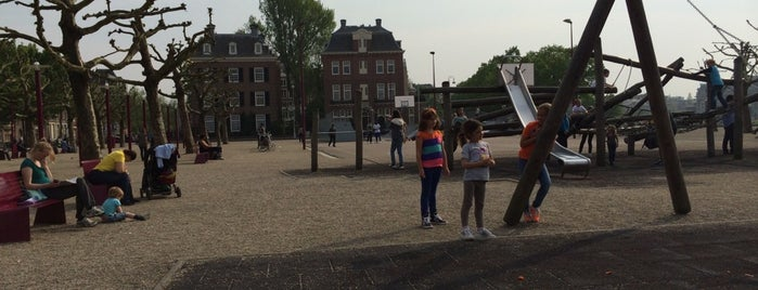 Speeltoestel Museumplein is one of Kids Guide. Amsterdam with children 100 spots.