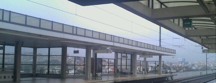 Estação Ferroviária de Corroios is one of Estações.