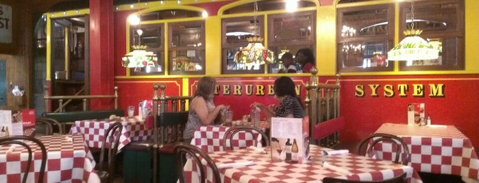 Spaghetti Warehouse is one of Restaurant.