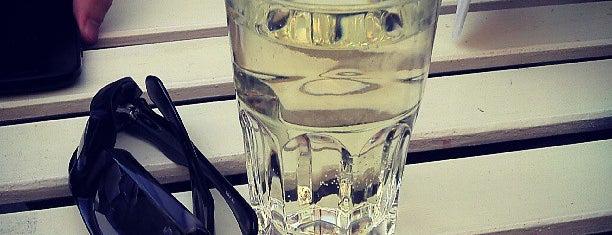 Kolor is one of Itt már italoztam....