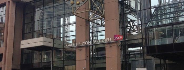 Lyon Part-Dieu Railway Station is one of Favoris.