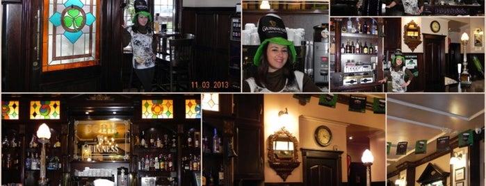 Cobh Irish Pub is one of De mucho us.