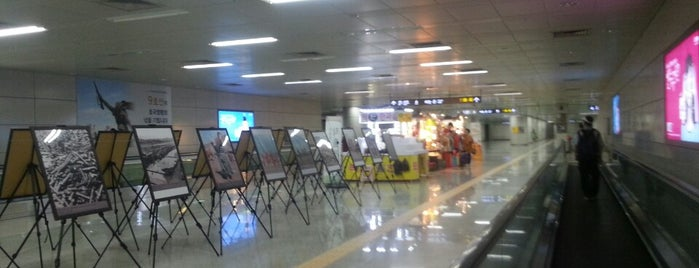 Dongjak Stn. is one of Subway Stations in Seoul(line1~4 & DX).