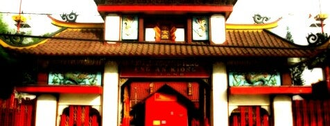 Kelenteng Eng An Kiong is one of must to visit in malang city.