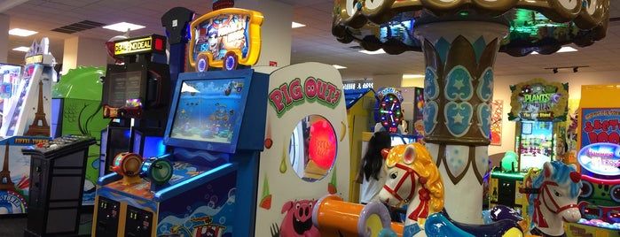 Chuck E. Cheese's is one of Comer.