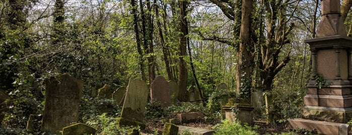 Nunhead Cemetery is one of London.