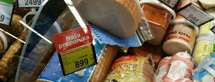 Maxi is one of Blokovski supermarketi.