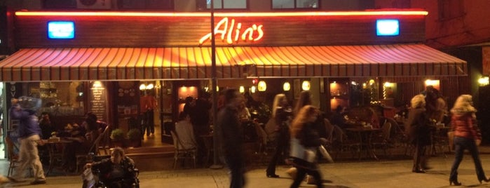 Alins Cafe Restaurant is one of Gezgin geyikler yemekte.