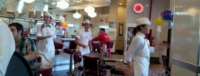 Johnny Rockets is one of ʕ •ᴥ•ʔ.