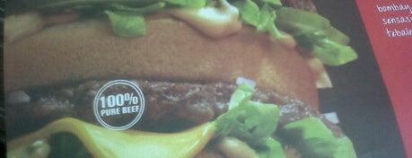 McDonald's / McCafé is one of Tempat makan OK'lah.