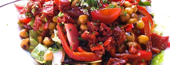 Kistücsök Étterem, Borpince és Vinotéka is one of 2011 legjobb éttermei.