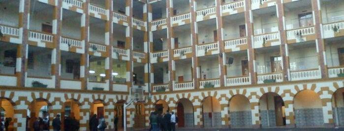 Colegio Champagnat is one of Aquí Se debería Poder Rayar las Paredes.