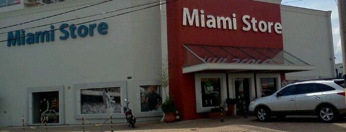 Miami Store is one of Lugares.