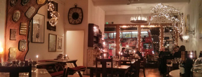 Canvas & Cream is one of Cafés with Wifi and Plugs.