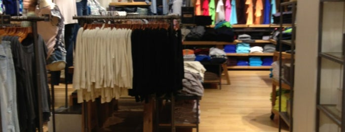 American Eagle Outfitters is one of All-time favorites in Canada.