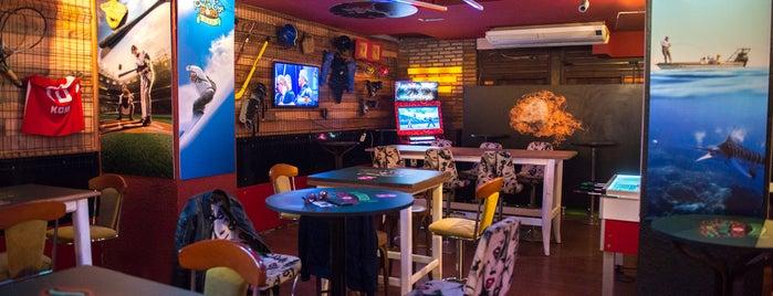 Bull's Eye Sports & Bar is one of Yakında....
