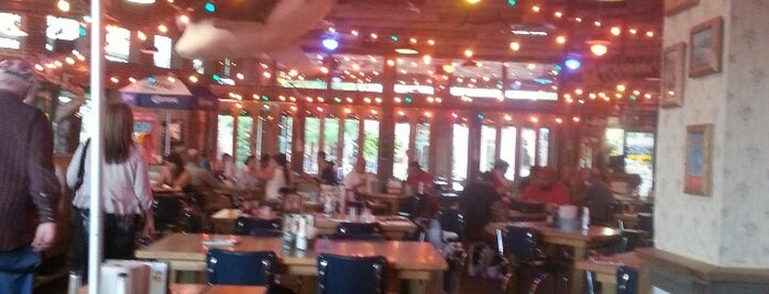 Joe's Crab Shack is one of Meus lugares.