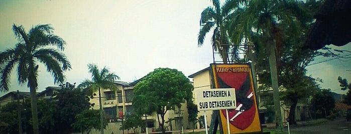 Komplek Brimob SAT 3 kedaung is one of Places in Pamulang. Tangerang..