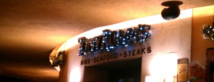 Tony Roma's Ribs, Seafood, & Steaks is one of Restaurantes.