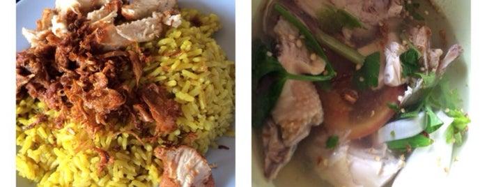 ข้าวหมกกอไผ่ยะลา is one of ร้านอาหารมุสลิม.