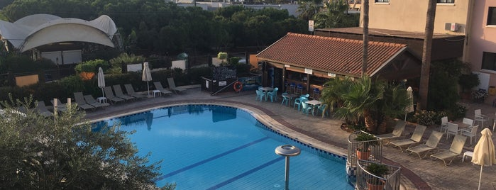 Senator Hotel Apartments Ayia Napa is one of Kibris.