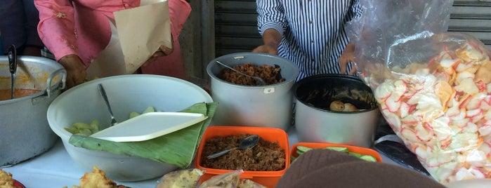 Jalan Gelap Nyawang is one of Favorite Food.