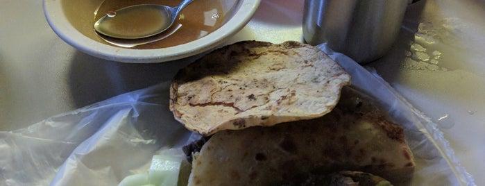 Taquería Santos is one of Lugares con buena comida.