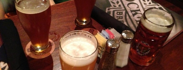 Rock Bottom Restaurant & Brewery is one of Growler fill spots in Indy.