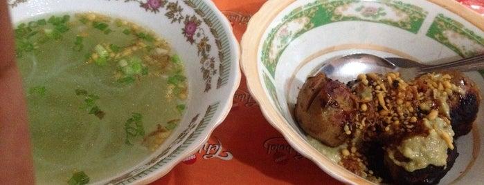 Pangsit Mie & Bakso Bakar Atlantik is one of Kuliner Malang.