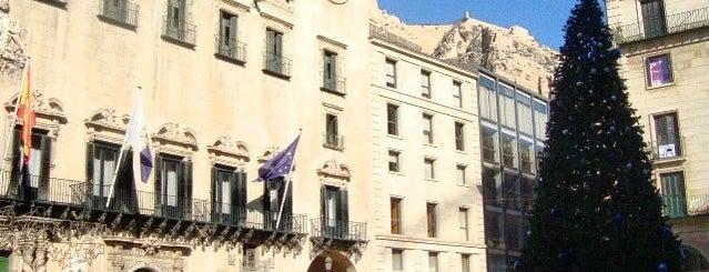 Pista De Hielo Ayuntamiento de Alicante is one of Alicante (plazas y jardines).