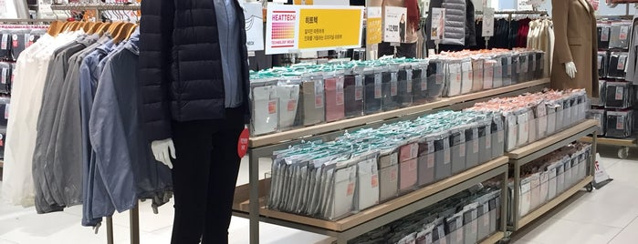 UNIQLO is one of 마포구.