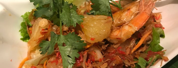 Phõ 越色牛肉粉餐廳 is one of Eats   Hong Kong.