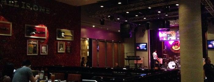 Hard Rock Café Macau is one of Hard Rock Cafés I rocked.