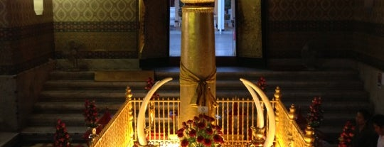 Bangkok City Pillar Shrine is one of Live.