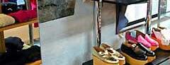 ビルに食い込んだ鳥居 is one of 京都.