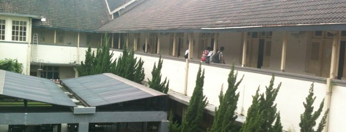 Fakultas MIPA is one of Hangout.