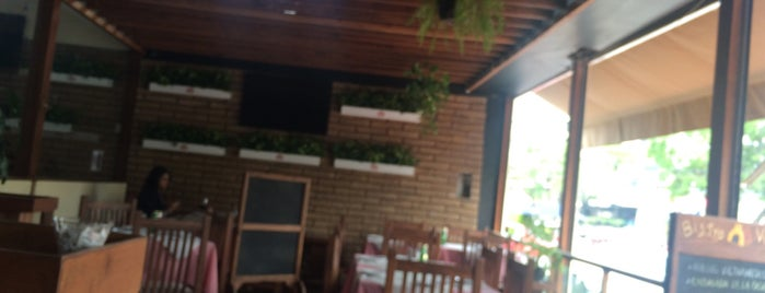 Bistro Victoria is one of Lugares para comer.