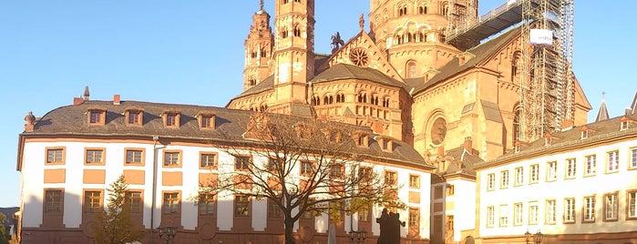 Dom St. Martin is one of Mainz♡Wiesbaden.