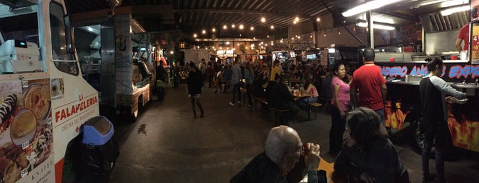 Food Truck Park is one of Lugares en gdl que hay que ir.