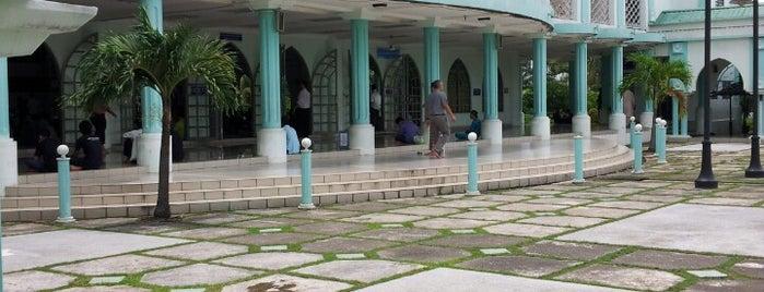 Masjid Al-Azim is one of Baitullah : Masjid & Surau.