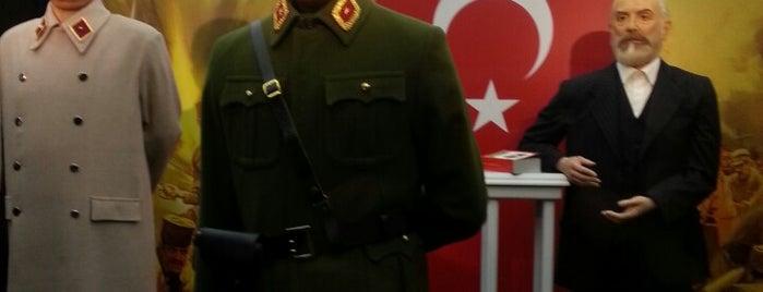 Yılmaz Büyükerşen Balmumu Heykeller Müzesi is one of sevdiğim mekanlar.