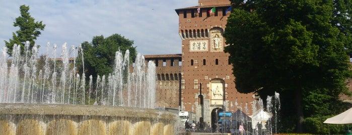 Fontana del Castello Sforzesco is one of Turismo.