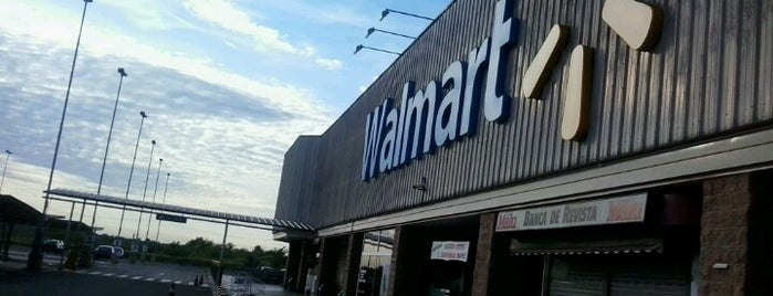 Walmart is one of Supermercados.