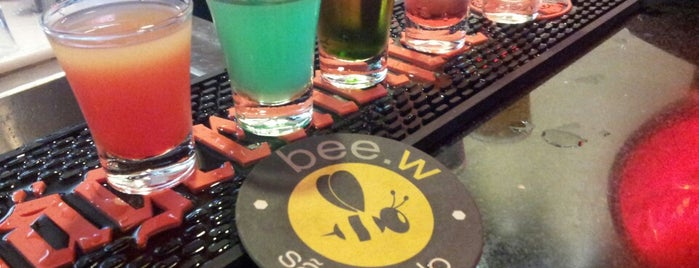 Bee.W Hostel Bar is one of Bares.