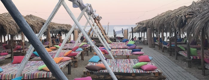 Maori Beach Bar is one of 🌞🌊Chalkidiki-->to The Beach 🐋🐬🐟🐠🐡🦀.