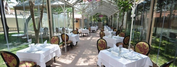 Villa Levante Cafe & Restaurant is one of Gezgin geyikler yemekte.