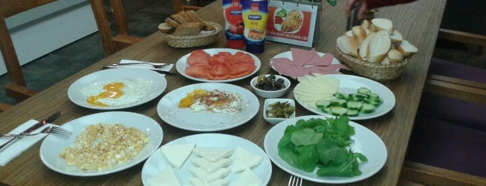 Hot Plate is one of istanbulda arka sokak lezzetleri.
