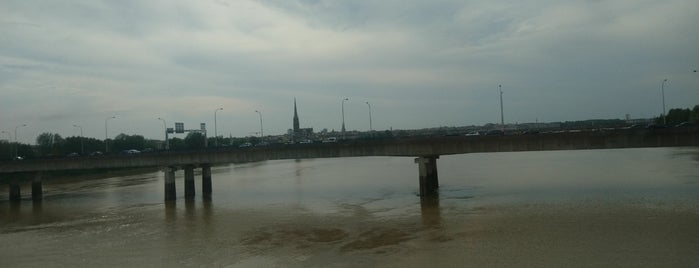 Berges de Garonne is one of Bordeaux.