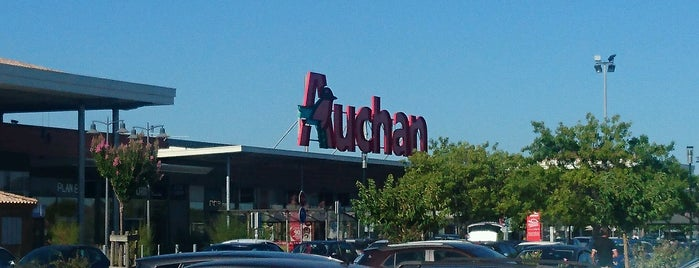 Auchan is one of Mayor au moins une fois.