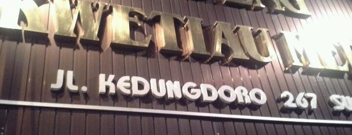 Apeng Kwetiau Medan is one of Tempat Makan Enak.